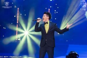 TVB新生代歌手冠軍Sean Ma用歌聲伴隨佳麗出場