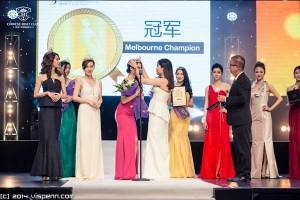 主辦方CBC澳洲·中國遊艇薈董事Amy Shu為冠軍5號甘沛鈺加冕