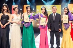 TVBA總經理何乃賢聯同過去兩屆冠軍祝賀新出爐的墨爾本華裔小姐三甲